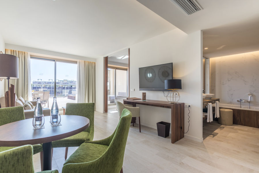 Junior Penthouse Suite