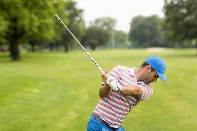 Golfer beim Ausholen: Passt der Schläger zum Spieler?