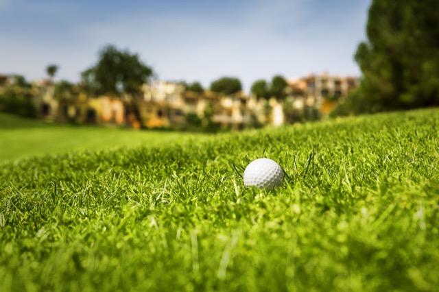 Blick vom Golfplatz Golf de Andratx auf Steigenberger Hotel.